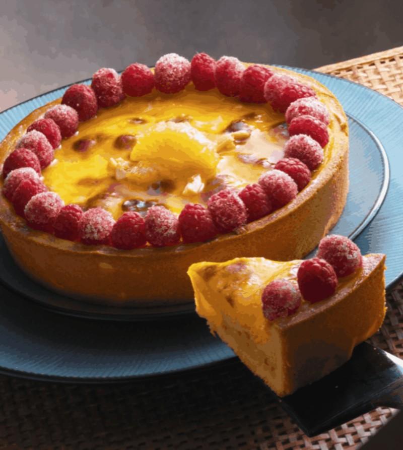 Crostata senza glutine alla crema cotta ananas e lamponi