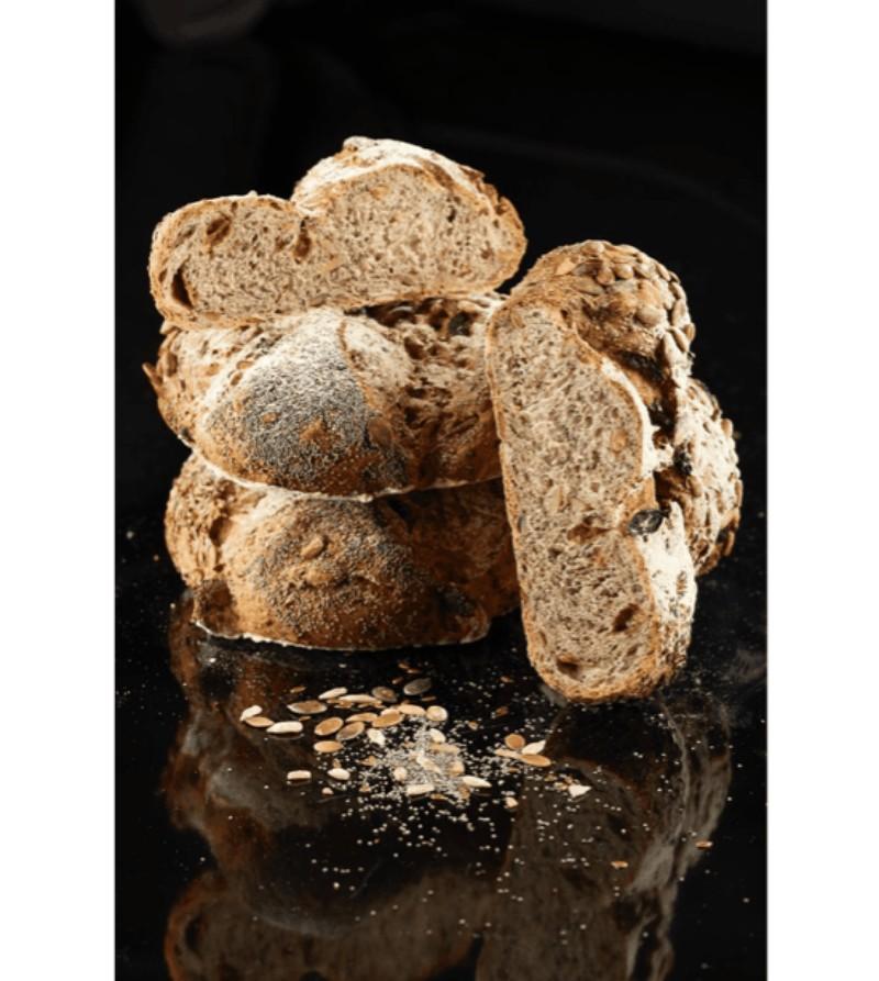 Pane ai semi, miele di castagno e cannella